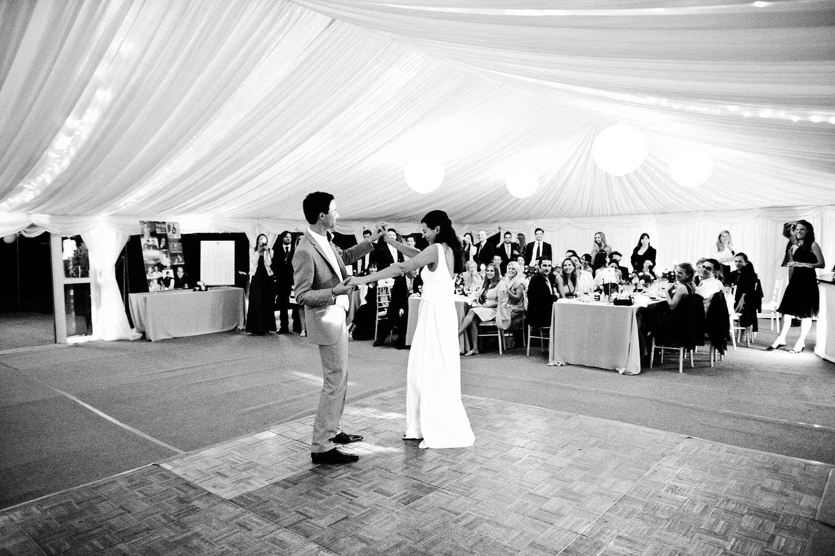 Reportage Wedding Photography in a field