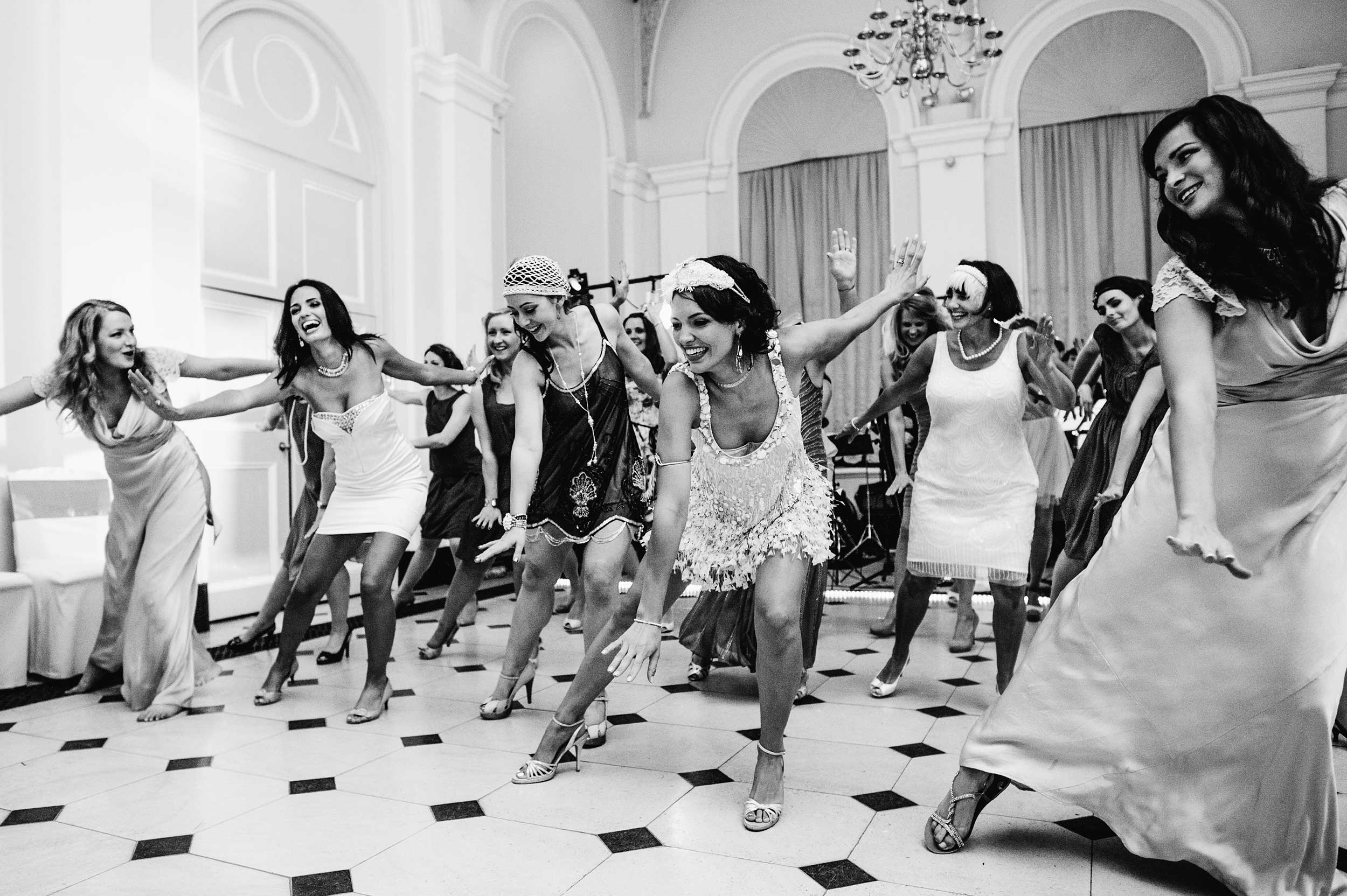 Dancing guests at a wedding at Blenheim Palace
